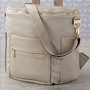 FAWN Design Fashionable and Functional bag.